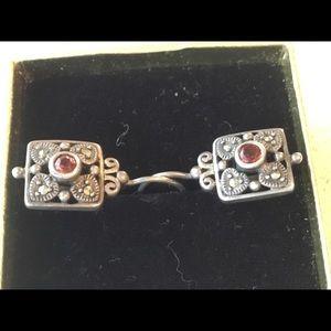 Jewelry - Vintage sterling filigree Garnet earrings.